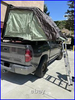 Hardshell Roof top tent with ladder and mattress For 4 person